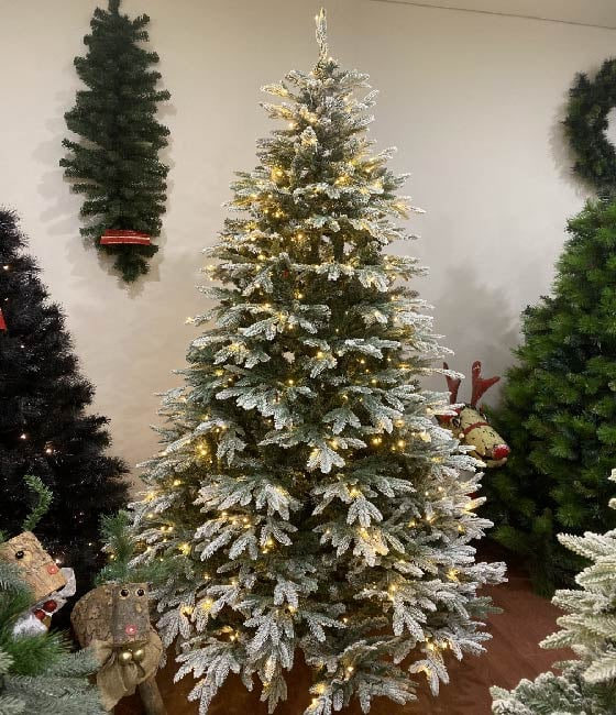 8 Ft Flocked Christmas Tree: Pre-Lit Artificial Christmas Tree